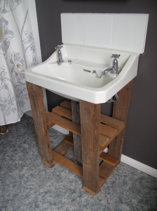 Mixing Old and New to Create a Character Bathroom (1/5)